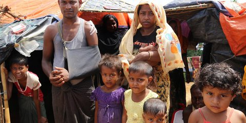 Naimullah and family in Myanmar